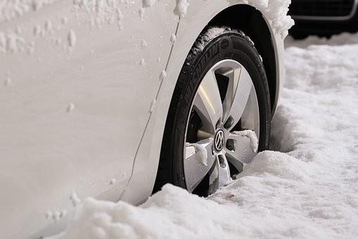 7 misverstanden over rijden in de sneeuw en op ijs